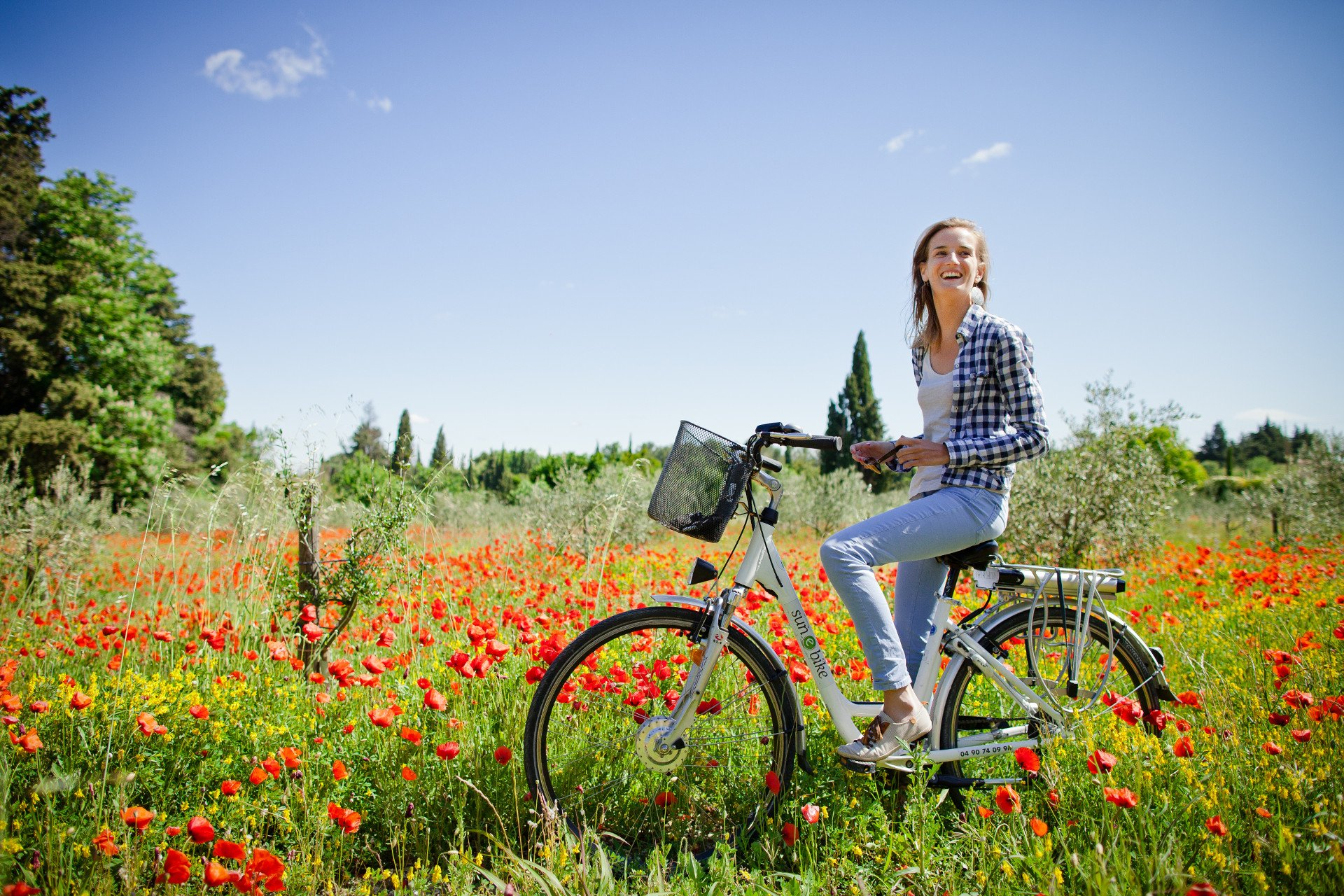 girl-ebike-Provence-Baux de Provence-private tour