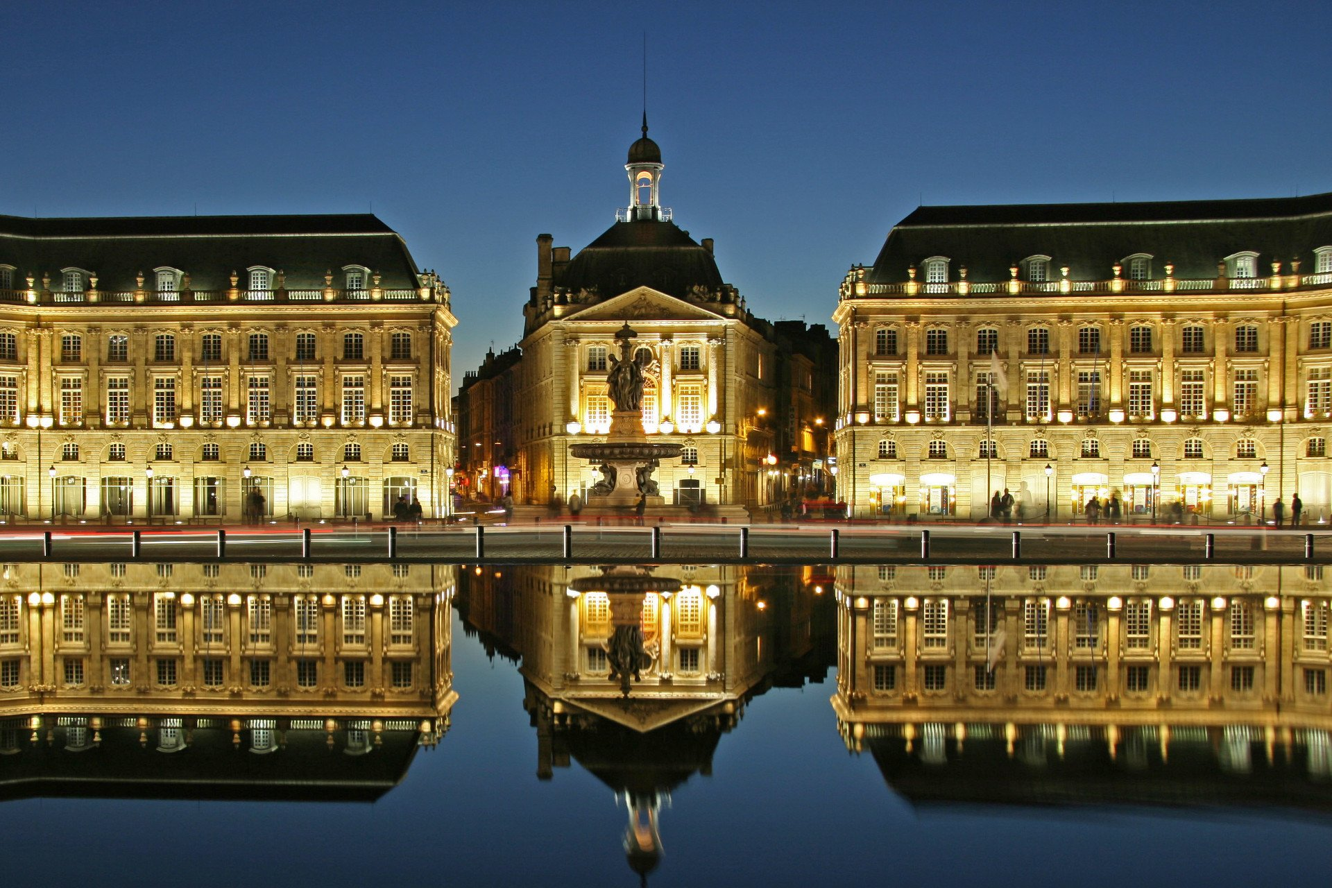 Place de la Bourse reflecting into the water mirror
