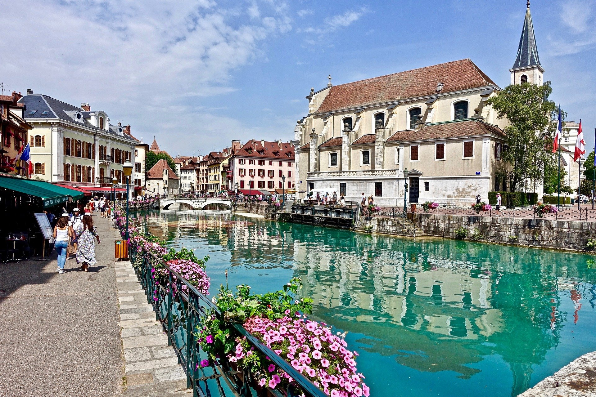 Clear water canal du Thiou in Annecy old town center