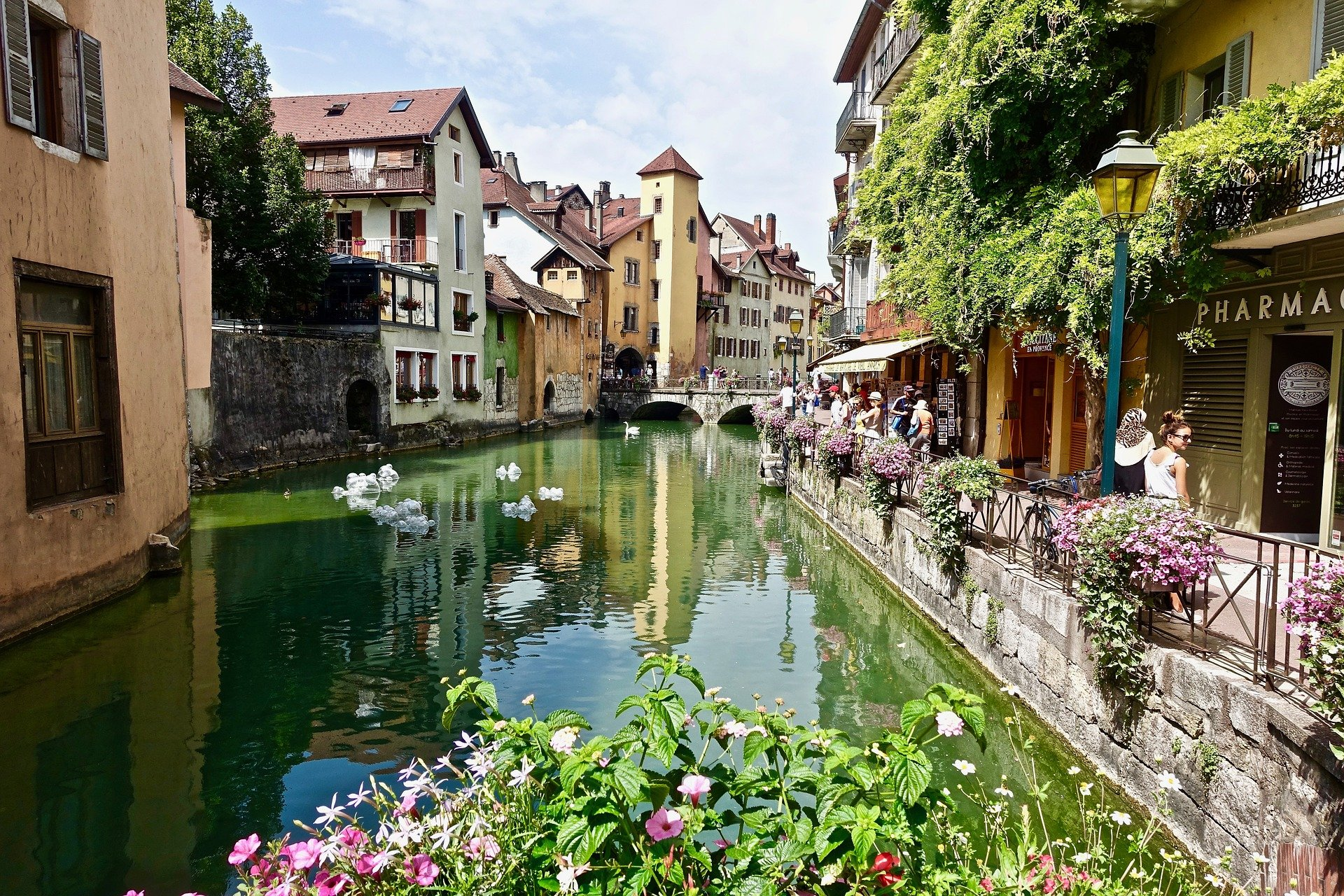 Canal du Thiou in Annecy old town center