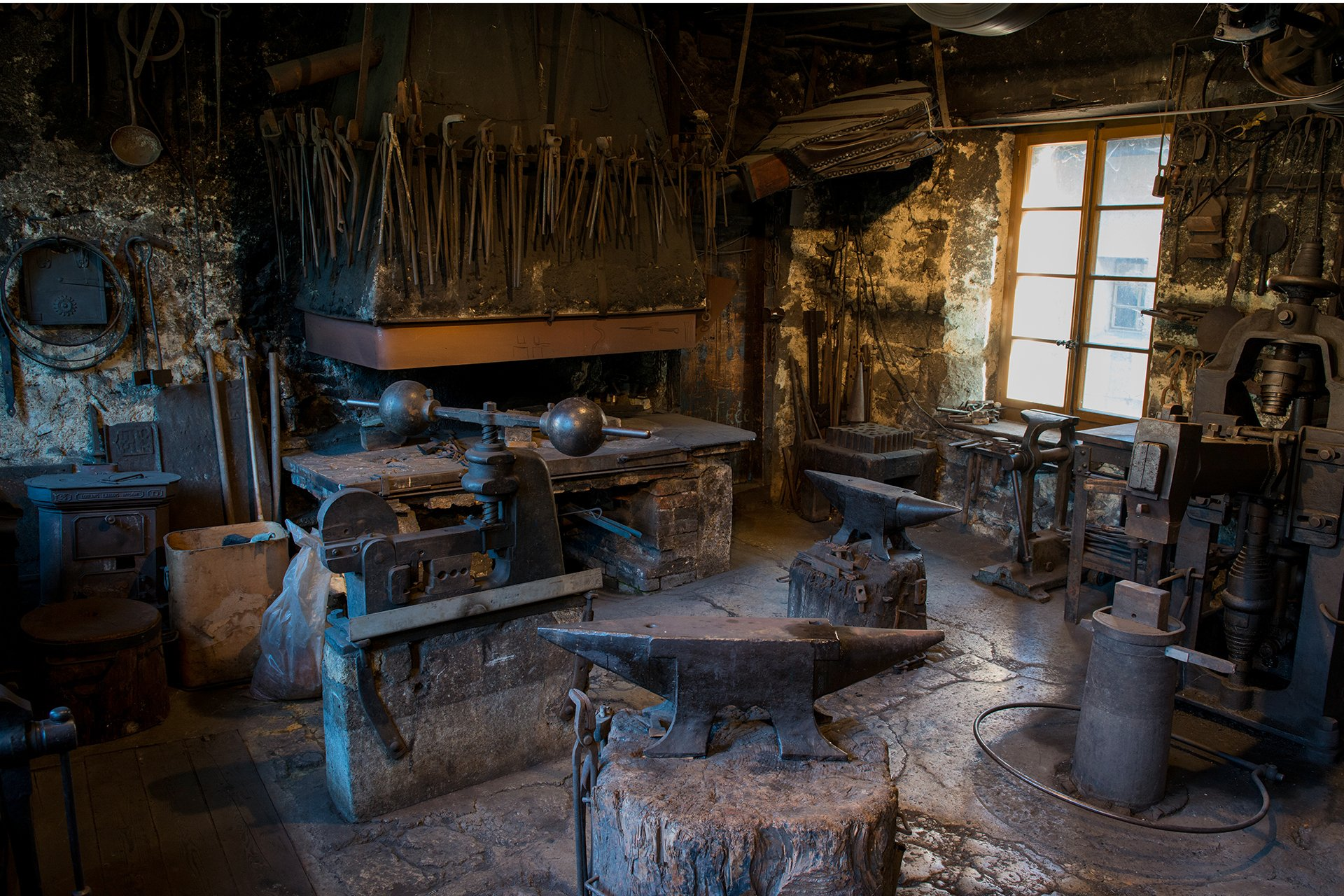 private blacksmith workshop-swiss knifes-Swiss Jura-Switzerland